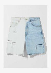 Bershka - MIT TWO-TONE UND SEITLICHEM SCHNITT  - Shorts di jeans - blue denim - 4