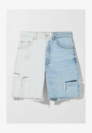 MIT TWO-TONE UND SEITLICHEM SCHNITT  - Denim shorts - blue denim