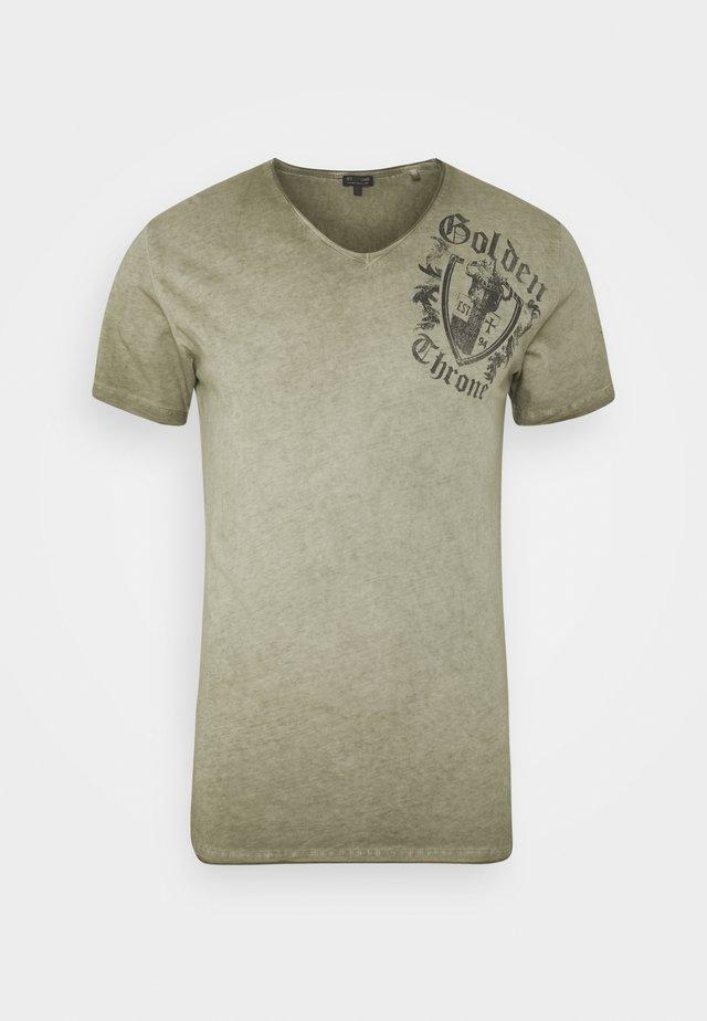 ROOTS NECK - T-shirt imprimé - green
