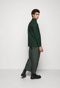 Henrik Vibskov - DOUBLE MIRROR SHOWERTILES - Shirt - black / dark green - 2