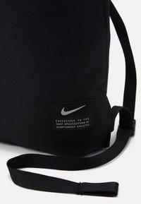 Nike Performance - UTILITY UNISEX - Batoh - black/black/enigma stone - 4