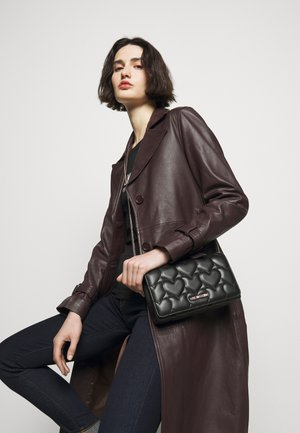 HEART QUILTED CROSSBODY - Torba na ramię - nero