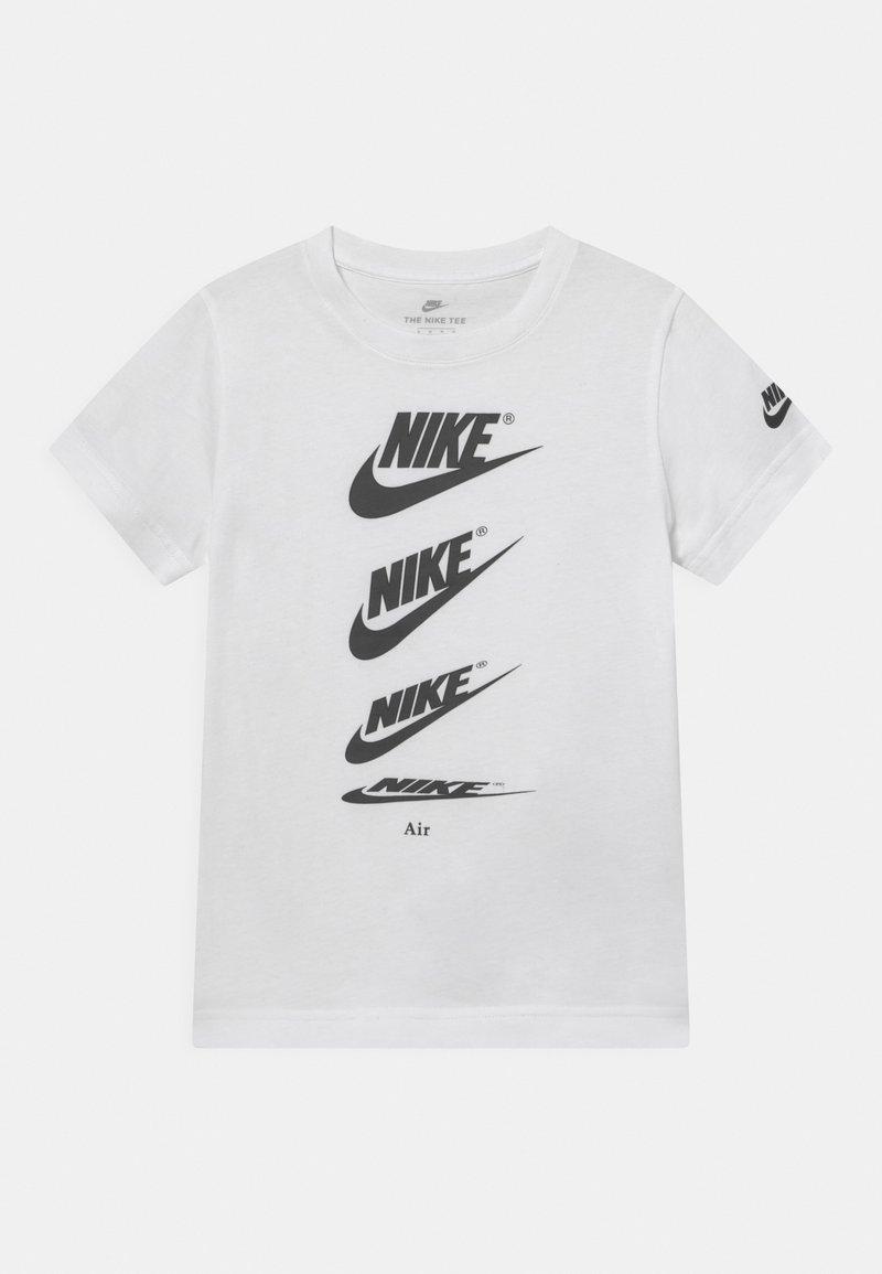 Nike Sportswear - CASCADING FUTURA AIR TEE - T-shirts print - white
