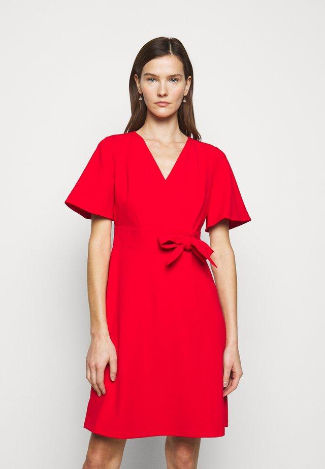 LUXE DRESS  - Korte jurk - lipstick red