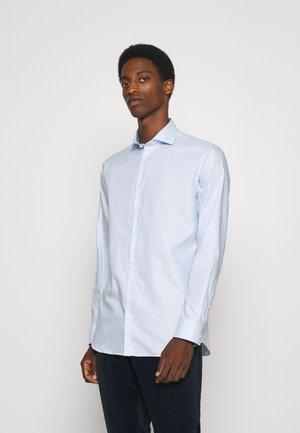 SLHREGETHAN SHIRT CUT AWAY - Formal shirt - light blue