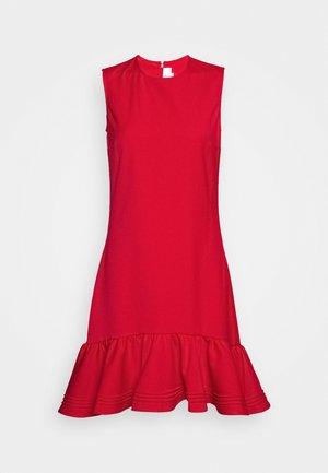 PINTUCK FLOUNCE HEM SHIFT DRESS - Denní šaty - postbox red