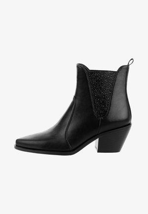 SAGGINALE - Kotníkové boty - black