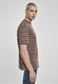 Urban Classics - YARN DYED BOARD STRIPE - T-shirts basic - summerolive/vintageblue - 4