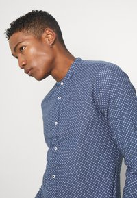 Jack & Jones PREMIUM - JPRBLASUMMER BAND SHIRT - Shirt - navy blazer - 3