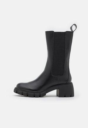 AQ HYPE - Platform boots - black