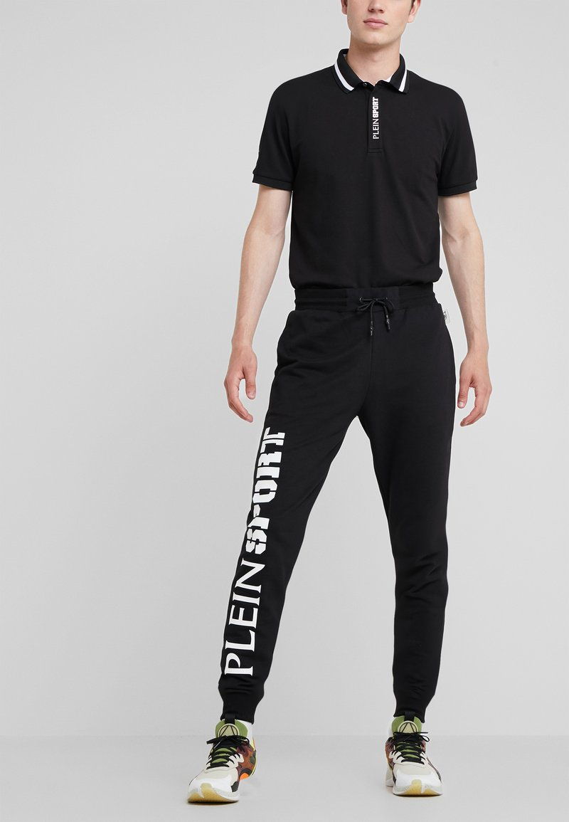 Plein Sport - JOGGING TROUSERS STATEMENT - Pantaloni sportivi - black