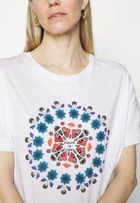 Desigual - OVERSIZE GALACTIC - T-shirts med print - white - 5
