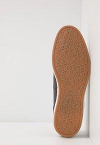 Base London - POGO - Loaferit/pistokkaat - burnished brown - 4
