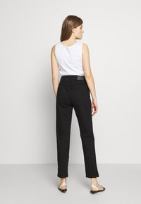 CLOSED - PEDAL PUSHER - Relaxed fit jeans - black - 2