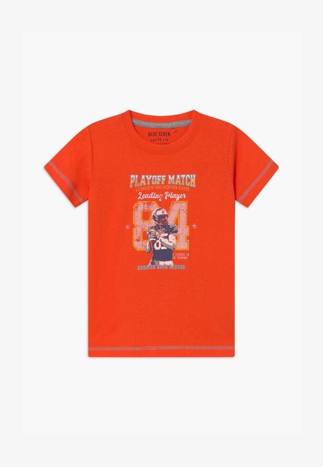 SMALL BOYS AMERCIAN FOOTBALL - Print T-shirt - orange