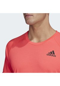 adidas Performance - RUNNER T-SHIRT - Print T-shirt - pink - 3