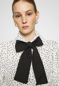 Sister Jane - GET TOGETHER RUFFLE BOW BLOUSE - Button-down blouse - ivory - 3