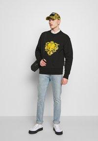 Versace Jeans Couture - LOGO GIOIELLI  - Mikina - black - 1