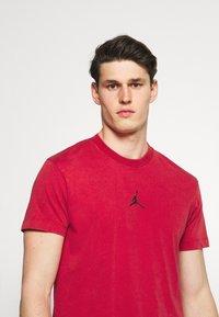 Jordan - DRY AIR - Basic T-shirt - gym red/black - 3