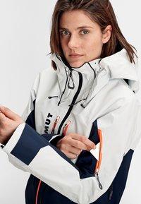 Mammut - Kurtka snowboardowa - marine-bright white - 7