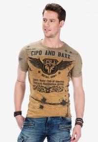 Cipo & Baxx - Print T-shirt - mustard - 5