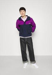 adidas Originals - WINDBREAKER - Tunn jacka - legend ink/glory purple - 4