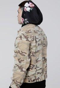 SIKSILK - COLLARLESS JACKET - Denim jacket - desert - 2