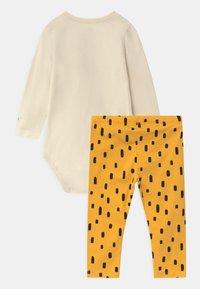 Lindex - LEO SET UNISEX - Leggings - Trousers - light beige - 1