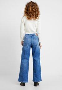 Pepe Jeans - DUA LIPA X PEPE JEANS  - Jeansy Dzwony - denim - 2
