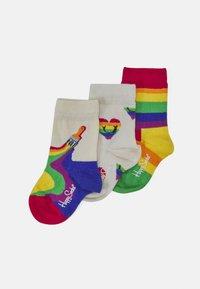 Happy Socks - KIDS PRIDE SMILING HEART SOCK 3 PACK UNISEX - Socks - multicoloured - 0