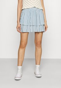 ONLY - ONLAURORA SMOCK LAYERED SKIRT - Minifalda - bright white/faded denim - 0