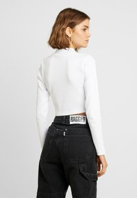 The Ragged Priest - ERASE CROP - Long sleeved top - white - 2