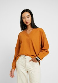 Nümph - NUMCKAYLA - Long sleeved top - sudan brown - 0