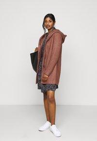 ONLY Petite - ONLSEDONA LIGHT COAT PETITE  - Short coat - chocolate fondant melange - 1