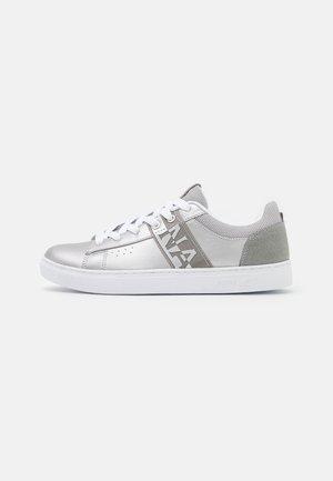 WILLOW - Sneakersy niskie - silver
