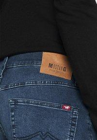 Mustang - TRAMPER TAPERED - Slim fit jeans - denim blue - 4