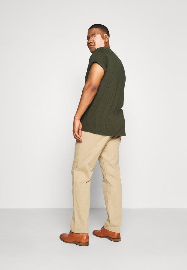 Levi's® Plus CHINO PLUS - Chinosy - beige/sand/beżowy Odzież Męska JABT
