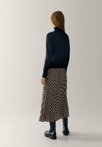 Massimo Dutti - MIT GEOMETRISCHEM PRINT  - Pleated skirt - bordeaux - 1