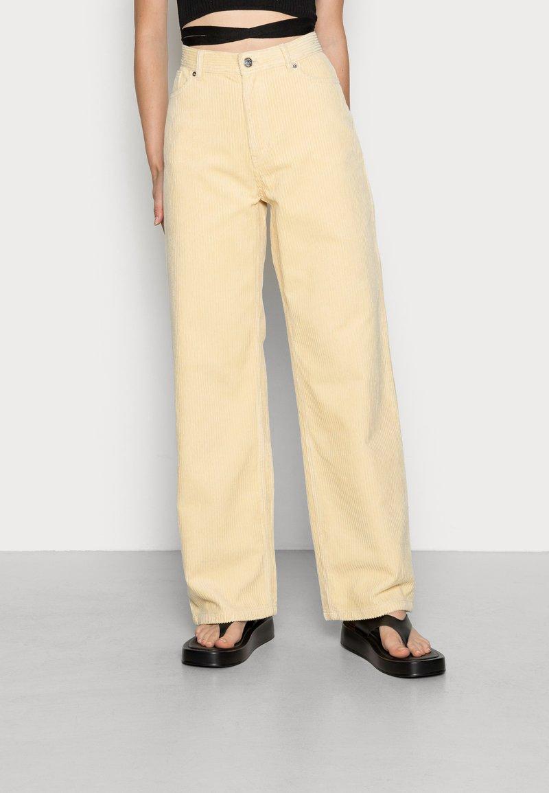 Monki - BEA TROUSERS - Pantalon classique - beige light