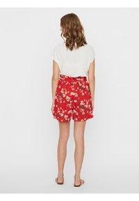 Vero Moda - Shorts - goji berry - 2
