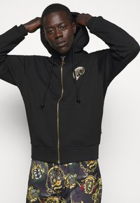 Versace Jeans Couture - FULL ZIP HOODIE WITH LOGO - Bluza rozpinana - nero - 3