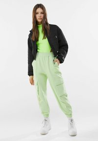 Bershka - Pantalon de survêtement - green - 1