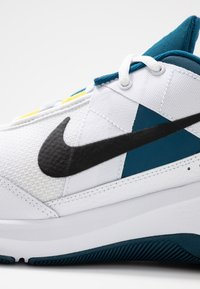Nike Performance - AIR MAX ALPHA TRAINER 2 - Sports shoes - white/black/blue force/dynamic yellow - 5