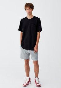 PULL&BEAR - MIT BRUSTTASCHE - T-shirt - bas - black - 1