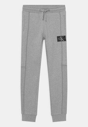 BLOCKING BADGE - Pantalon de survêtement - light grey heather