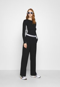 Calvin Klein Jeans - STRIPE LOGO - Jumper - black - 1