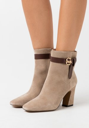 TERI BOOTIE - Bottines - oat