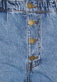 ONLY Petite - ONLCUBA LIFE  - Shorts di jeans - medium blue denim - 2
