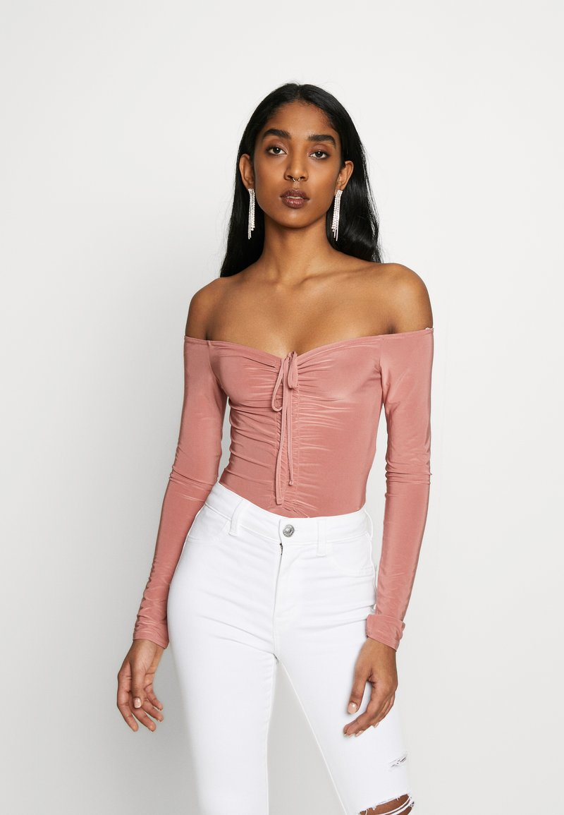 Missguided - SLINKY OFF SHOULDER RUCHED BODY - Long sleeved top - rose