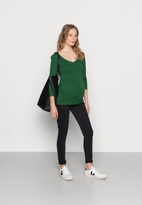 Anna Field MAMA - V NECK BASIC LONG SLEEVE TOP - Camiseta de manga larga - green - 1